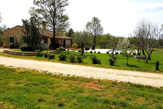Istria - Bale, Villa with a pool and 32.000m2 of land