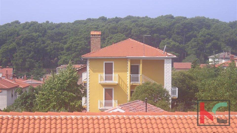 Pula, Šijana, detached stone house 300m2, 650m2 garden