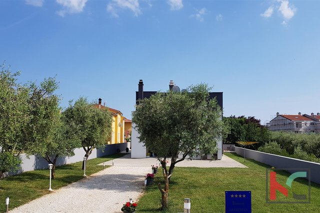 Istria, modern villa in Fažana in a quiet location
