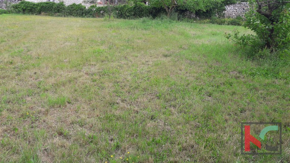 Rovinj, Rovinjsko Selo building plot 1081m2 with old house 33m2