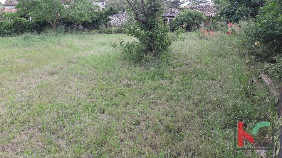 Rovinj, Rovinjsko Selo Baugrundstück 1081m2 mit altem Haus 33m2