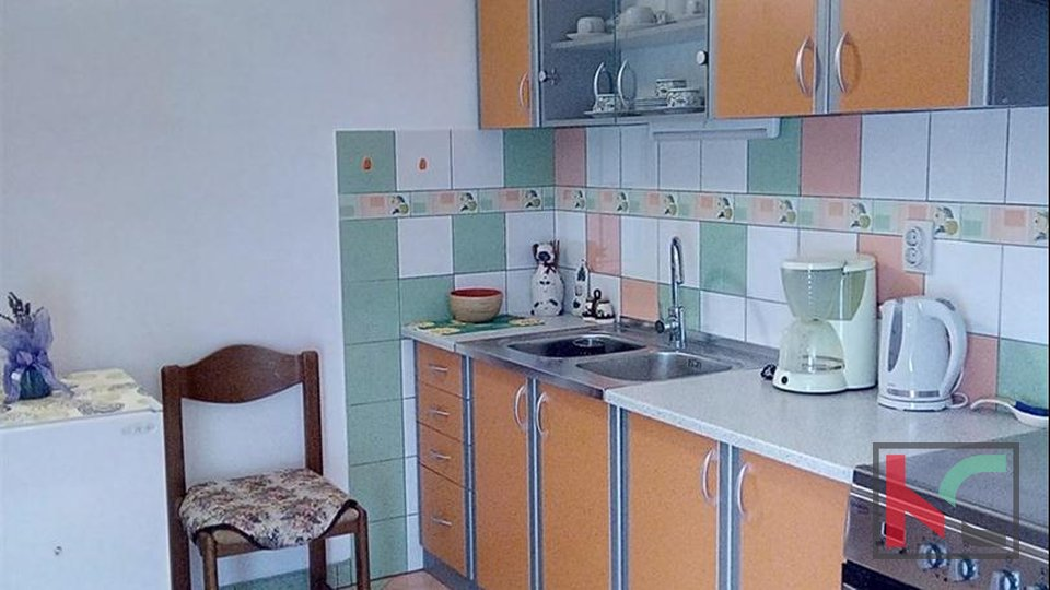 Ližnjan, Šišan, detached house 230m2 with three apartments, 900m2 garden, quiet location