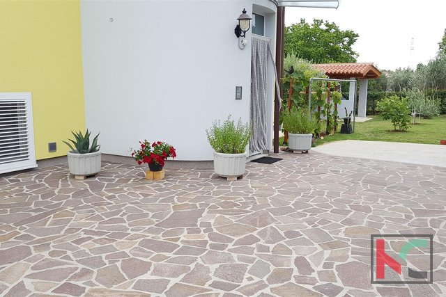 Istra - Volme, stan u novogradnji 93m2 - podjeljen na dva manja / idelano za turizam
