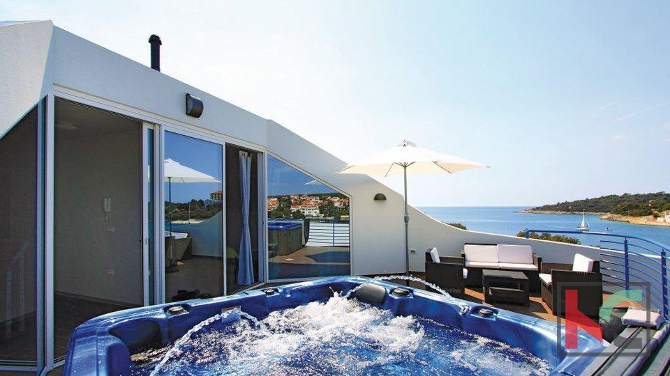 Pula, Pješćana uvala a prestigious villa with panoramic views to the sea