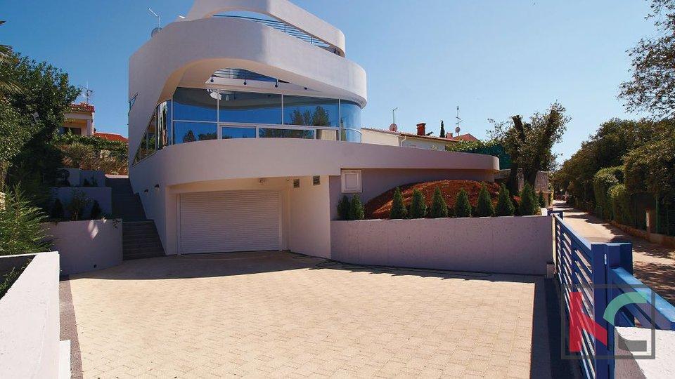 Pula, Pješćana uvala prestižna Vila moderne gradnje ob morju