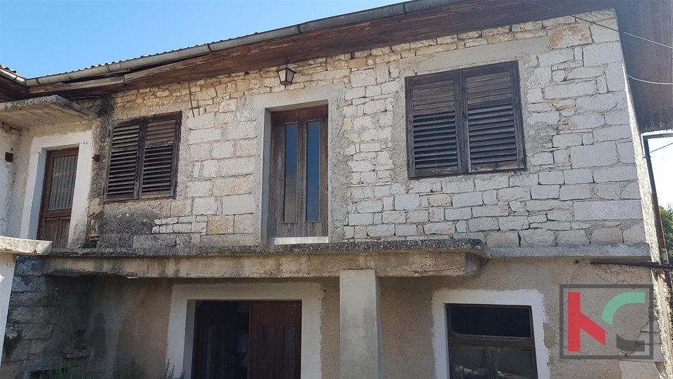 Žminj, stone house 160m2 for reconstruction