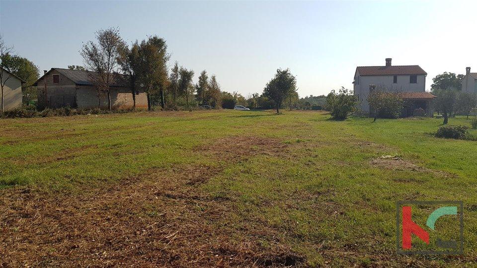 Terreno edificabile 2400m2, 6.km dalla città di Pula / possibile lottizzazione 1200m2