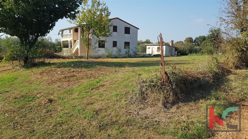 Građevinsko zemljište 1200m2, 6.km od Grada Pule I mirna lokacija