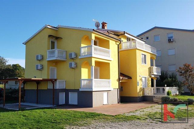 Istrien - Medulin, attraktives Haus mit 400m2 großen Apartments in der Nähe des Meeres