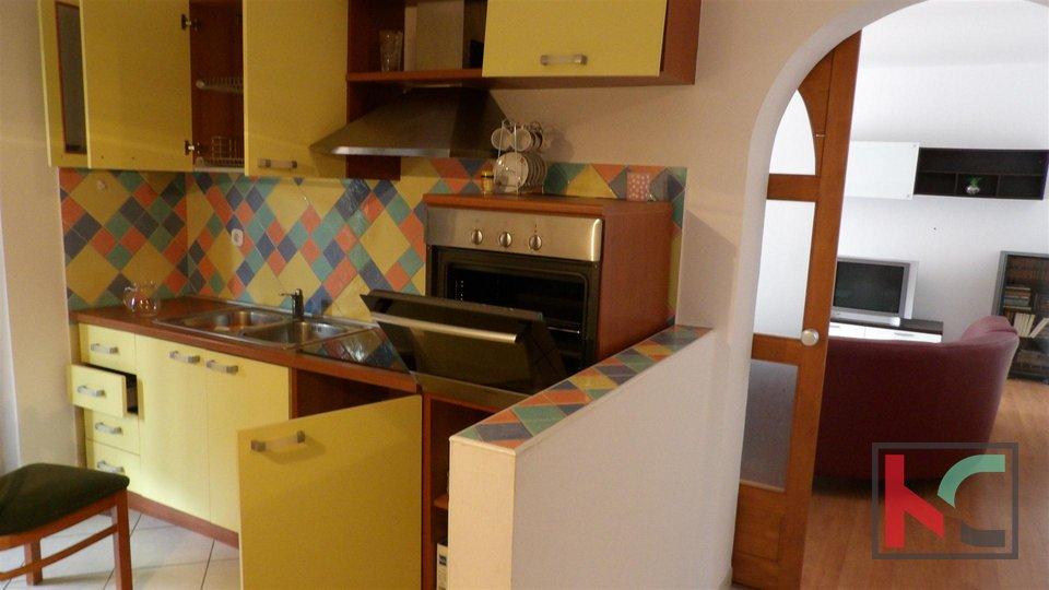 Istra, Pula, obiteljska kuća s četiri stambene jedinice 395m2