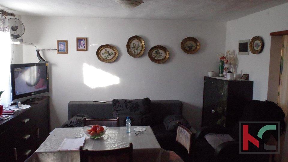 Istra, Pula, prizemnica s 934m2 okućnice