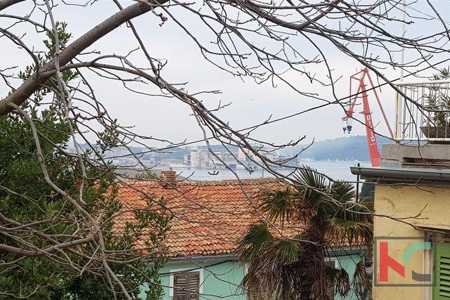 Pula, Centar Kuća 340m2 na izuzetnoj lokaciji u Starom Gradu / pogled more