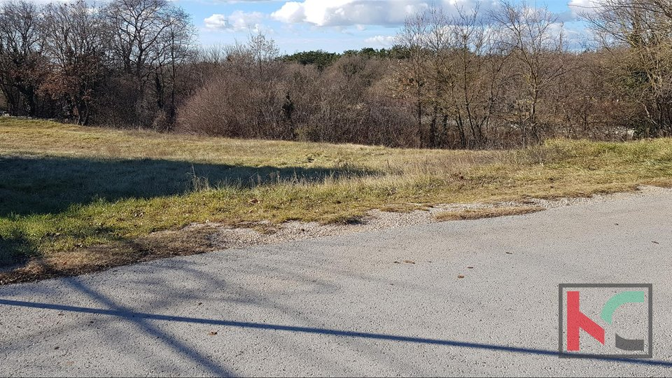 Istria, Kanfanar building plot 1277m2 with paved road