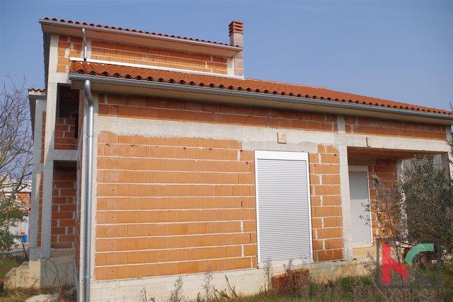 Istra, Fažana, Valbandon kuća roh bau 162m2, okućnica 499m2