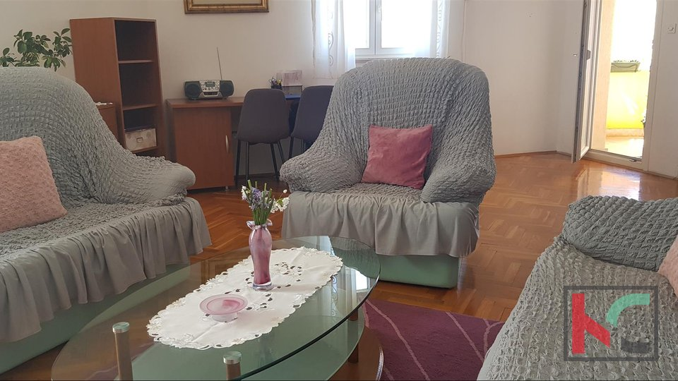 Rovinj, three bedroom apartment on the third floor overlooking the sea and the city