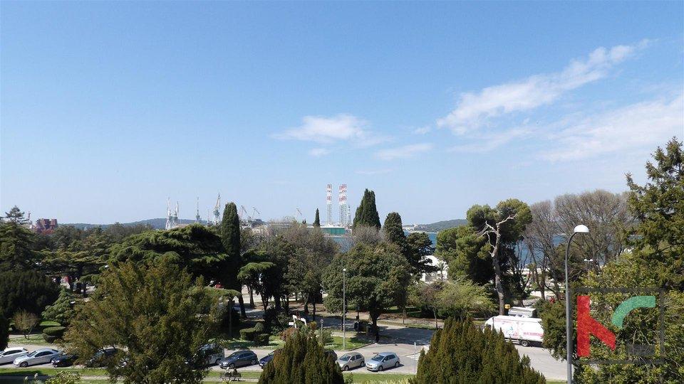Pula, Centar stan 114,90m2 pored Arene sa pogledom na more