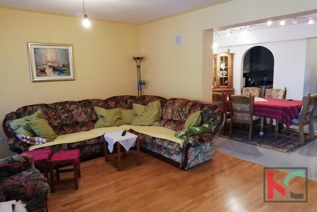 Fažana, Valbandon family house 350m2 in a quiet location