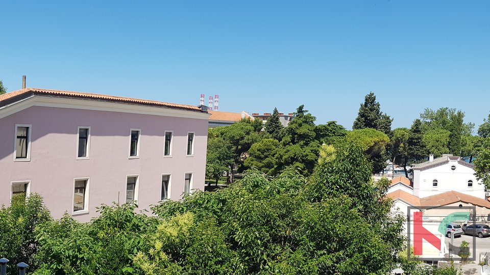 Pula, Centar, stan 140,88m2 sa pogledom na Arenu