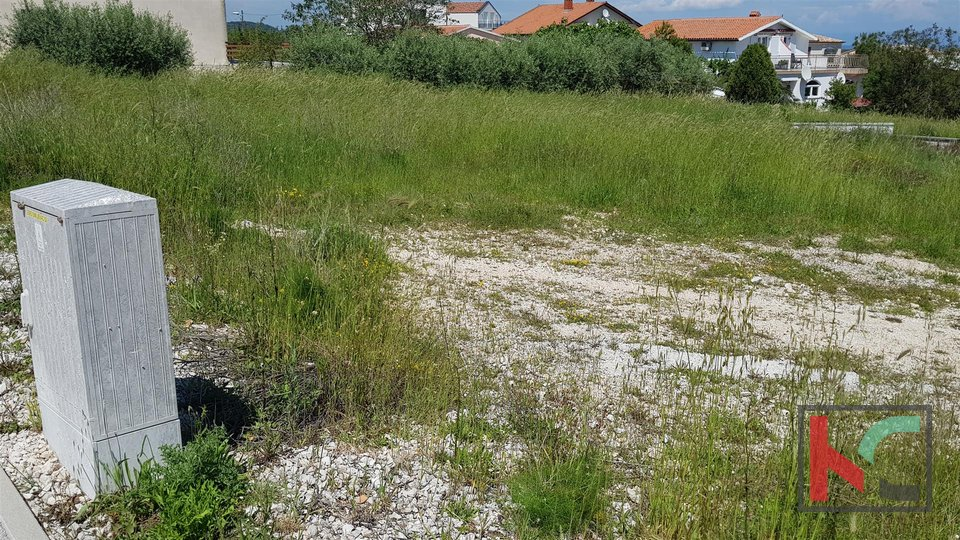 Medulin - Ližnjan, zemljište 1246m2 za višestambenu gradnju s pogledom na more