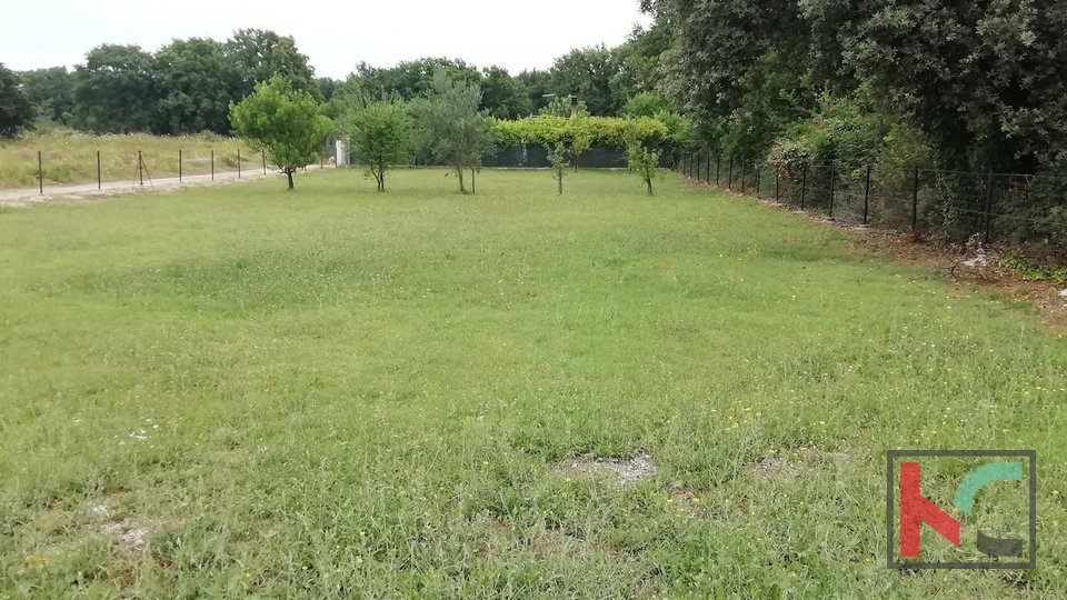 Istria, Medulin, agricultural land 1000m2 along the main road