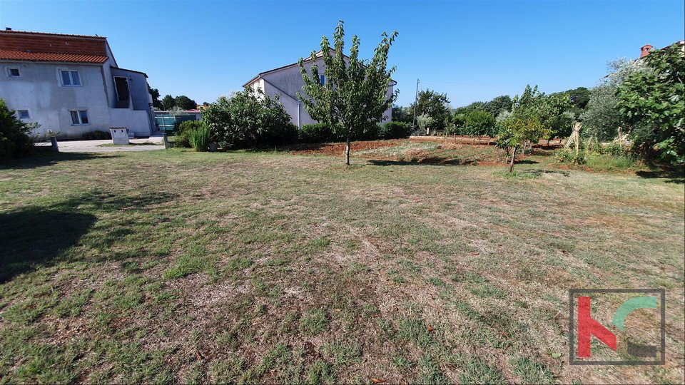 Building plot 1014m2 with a legalized property near the city center