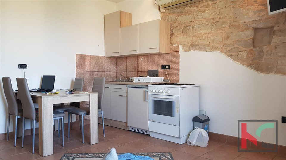 Pula, Center two bedroom apartment 32m2 with a view of Pula's giants