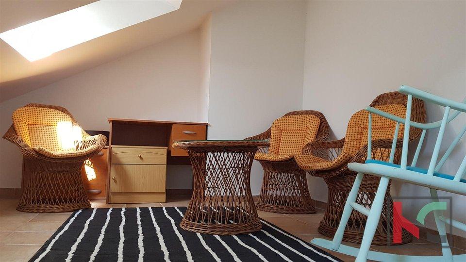 Pula, Veruda, Drei-Zimmer-Wohnung 78,75m2 auf zwei Etagen