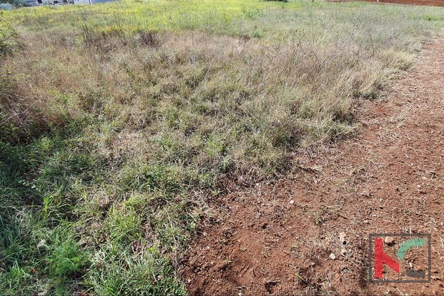 Medulin, building land by the paved road, great location