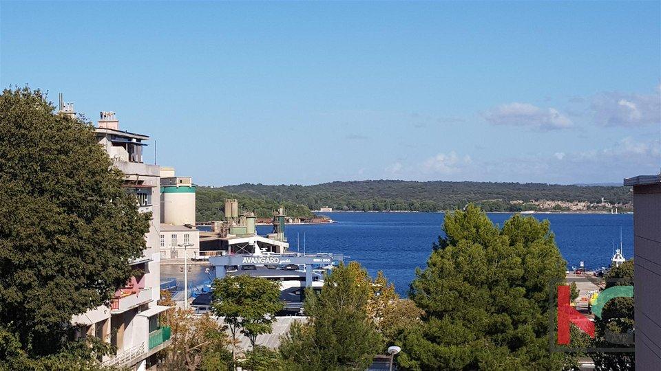 Pula, Stoja, trosobni apartma 87,07m2 z dvema balkonom in pogledom na morje