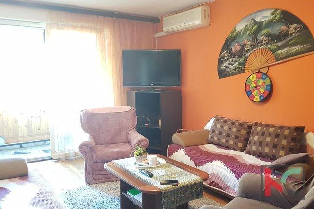 Pula, Stoja, Drei-Zimmer-Wohnung 87,07m2 mit zwei Balkonen und Meerblick
