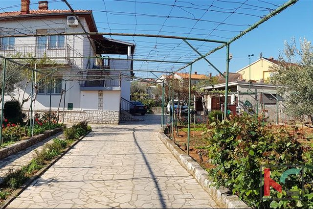 Pula, family house on a spacious garden of 1567m2 - location with potential