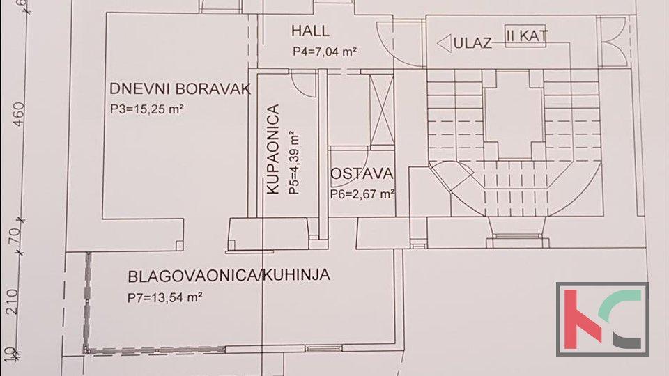Pula, Centar dvosoban stan 76m2 na drugom katu