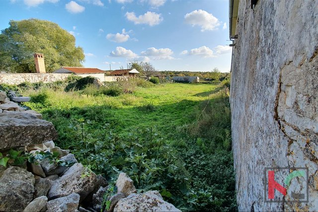 Istria - Jursici old house with 1209m2 building plot - OPPORTUNITY
