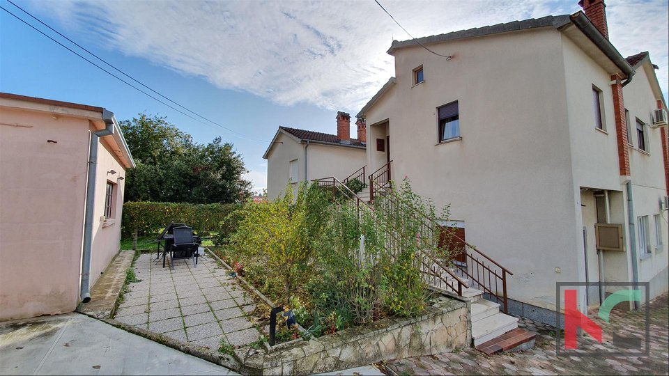 Pula, Center area apartment 159,39m2 with garage and garden