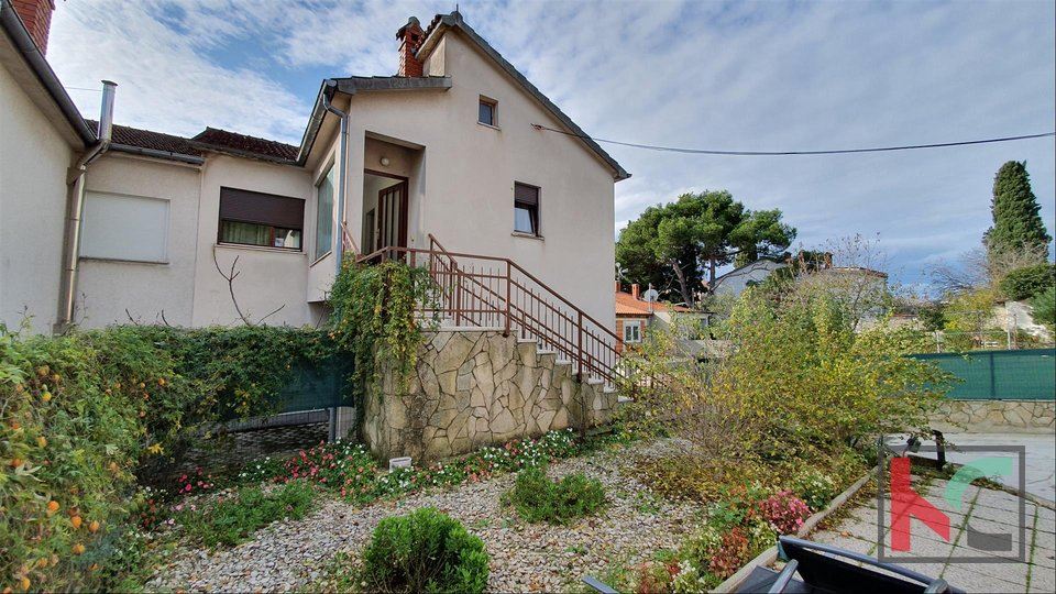 Pula, Center Area Apartment 159,39m2 mit Garage und Garten