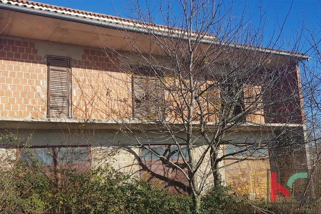 Istrien, Loborika, Radeki Roh Bau Haus 360m2 mit Garten von 1467m2