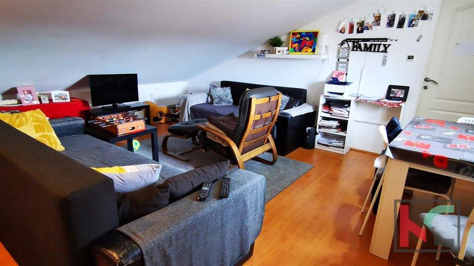 Pula, Centar, Wohnung 44,80m2, 2 Schlafzimmer - moderner Dachboden