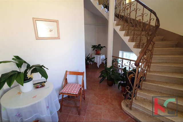 Pula, etaža vile 128m2 sa okućnicom na poželjnoj lokaciji Verude