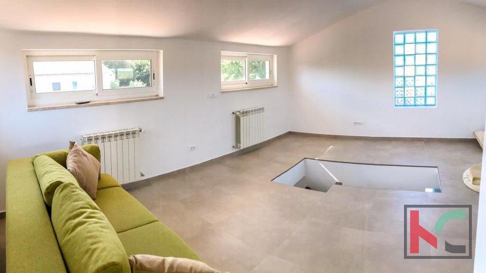 Pula, Veli Vrh, Einfamilienhaus 255m2 modern eingerichtet