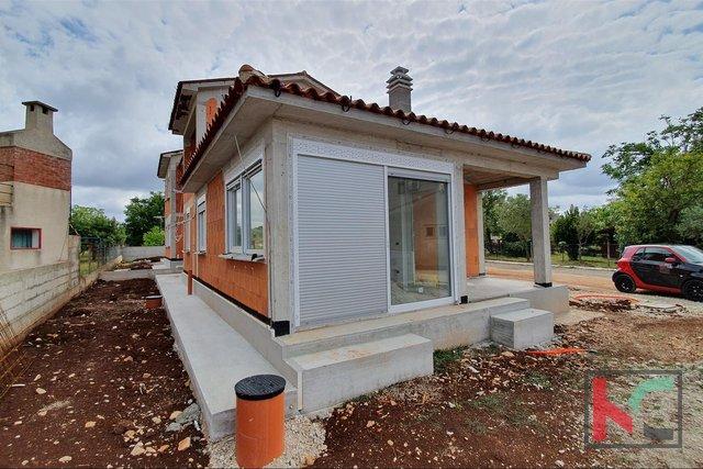 Istra, Fažana, kuća u novogradnji 128m2 sa 370m2 okućnice, vrhunski opremljeno