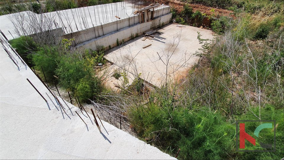 Istria, Medulin building land 670m2 started construction Villa with pool