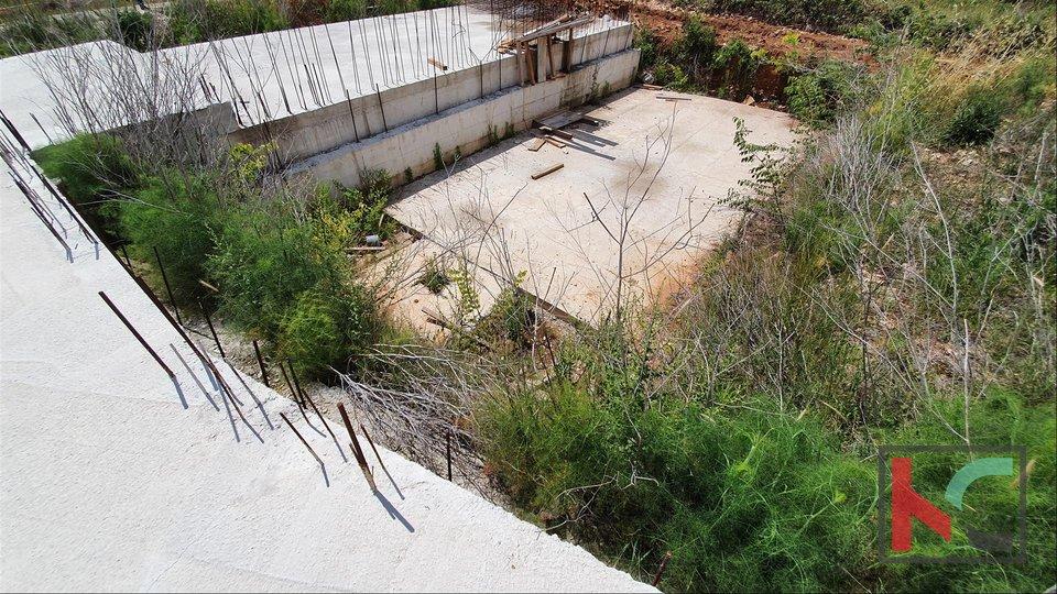 Istrien, Medulin Bauland 670m2 begann Bau Villa mit Pool