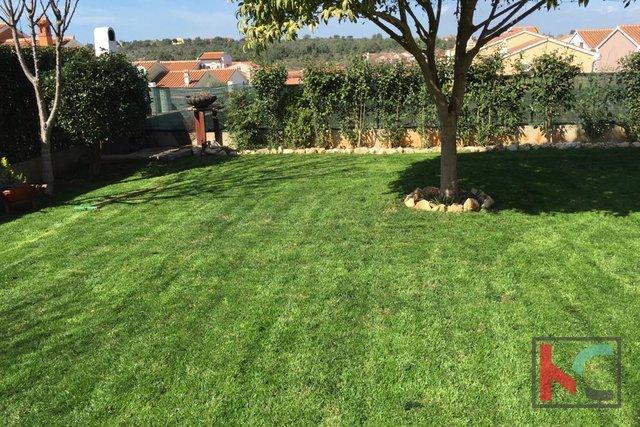 Istria, Premantura - Volme, casa 76,51 m2, 3 camere da letto e un giardino di 204 m2