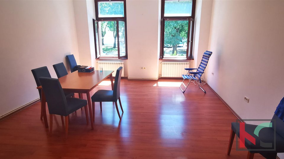 Pula, apartment 131.26 m2 in the city center and suitable for 3 residential units