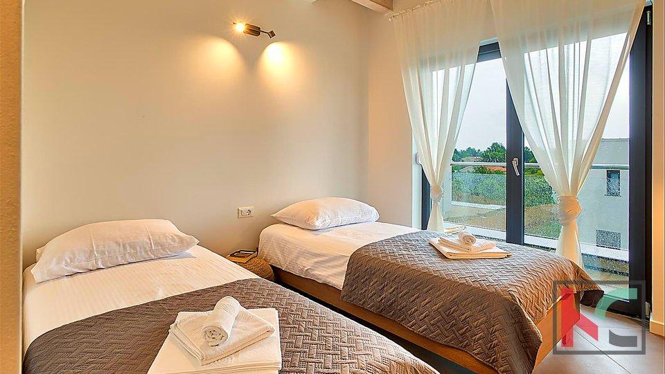 Moderna novoizgrađena vila u Krnici sa bazenom i pogledom na more