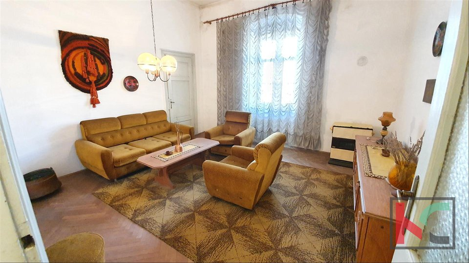 Pula, Center three bedroom apartment 77,72m2 with direct view of the arena