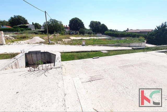 Istria, Svetvincenat, Smoljanci, land 970m2 with project