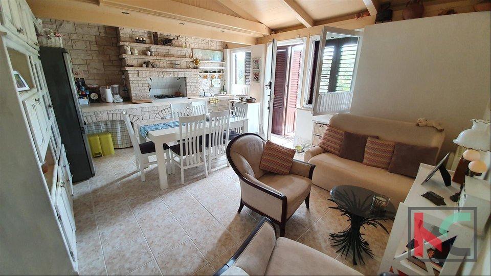 Pula, Familienhaus in ruhiger Lage von Veli vrh