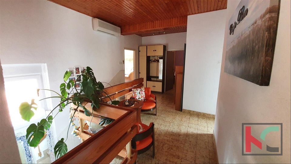 Pula, family house in a quiet location of Veli vrh