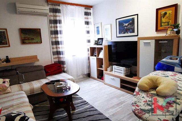 Pula, Veruda, five bedroom apartment 104m2